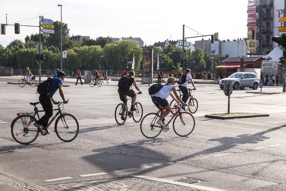 Ciclistas por las calles de Berlín