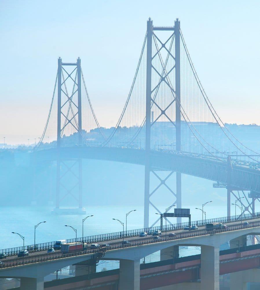 Detalle del puente 25 de abril en Lisboa